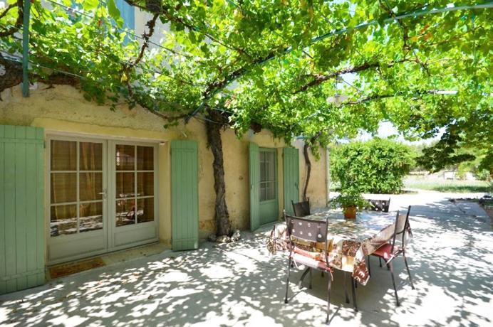 vastgoed kopen tussen de wijngaarden in de Provence met zicht op de Mont Ventoux