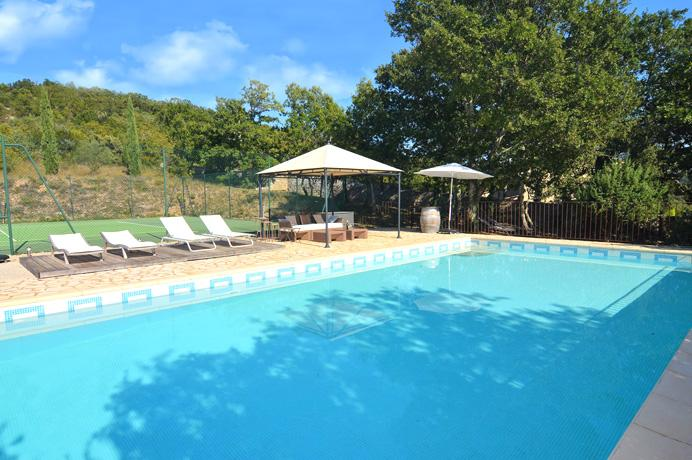 vente villa avec 4 chambres et 4 salles de bain Provence Gard Uzès