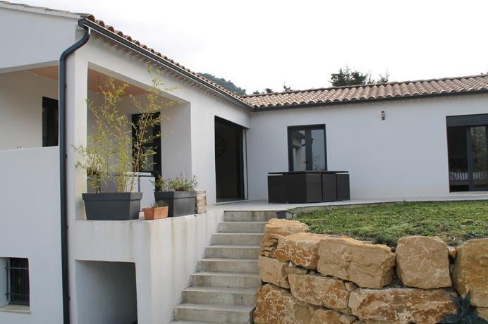 luxe nieuwbouw villa kopen in de Provence met  tuin en zicht