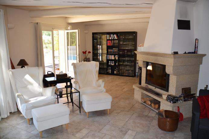 huis met zwembad kopen in de Provence, Luberon met grote tuin en zwembad, real estate villa for sale with swimming pool en magnific view
