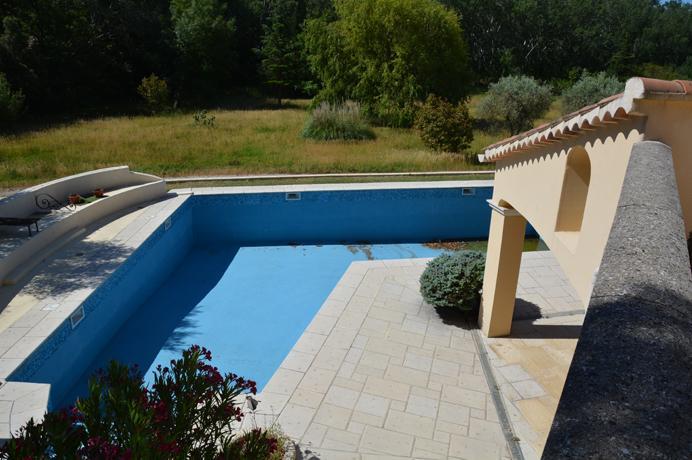vastgoed Zuid-Frankrijk, investeren vakantieverhuur luxe villa met zwembad
