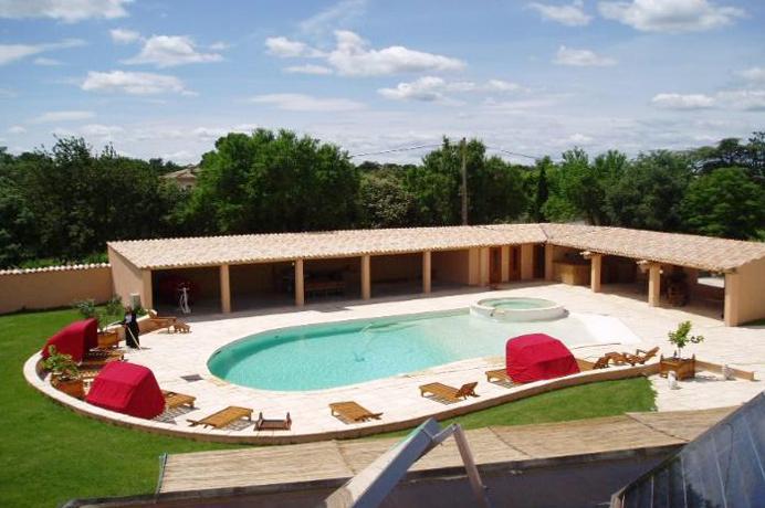 groot huis kopen in de Provence met verwarmd zwembad