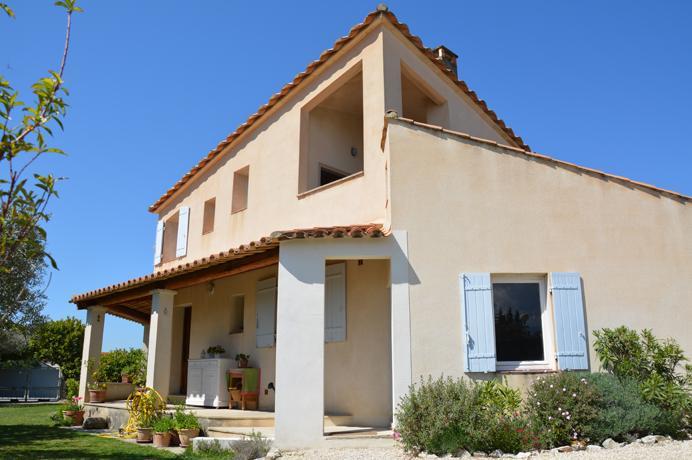 a vendre, maison de village avec 2 garages, jardin clôturé et vue sur le Mont Ventoux