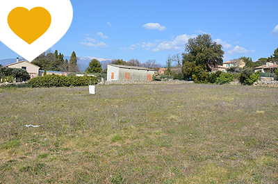 grote bouwgrond terrein kopen in de Provence met prachtig zicht op de Mont Ventoux en het dorp