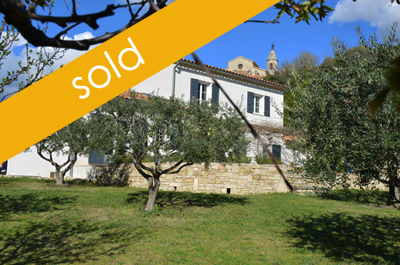 modern villa for sale located in a lovely Provençal village south of Mont Ventoux