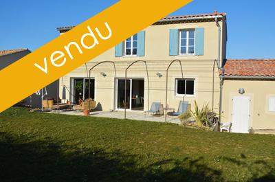 maison neuve moderne à vendre, située au centre du village, au fond d'un lotissement calme avec vue sur les vignes