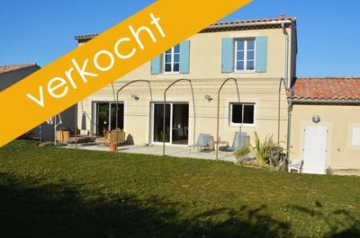 EXCLUSIEF: energiezuinige, moderne villa kopen in Zuid-Frankrijk met 3 slaapkamers, 2 badkamers, een garage en een omheinde tuin met zicht op de wijngaarden