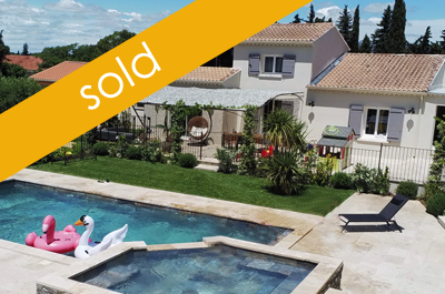 beautiful, large villa with 2 (unfinished) gîtes, a large swimming pool with jacuzzi and pool house