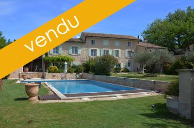 Bastide provençale du 18ème siècle avec très grande piscine chauffée, maison de gardien, bassin sur un terrain de 2 Ha dont 1 Ha de vigne