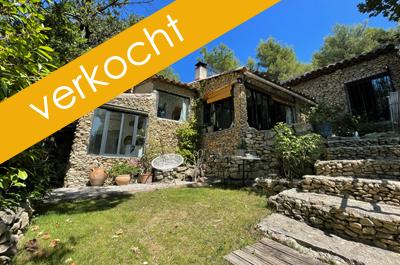prachtige Provençaalse woning kopen met zwembad, met grote tuin en panoramisch uitzicht over de vallei