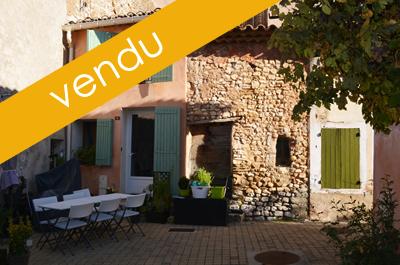 maison de village cosy situé dans une ruelle piétonne pittoresque au pied du Mont Ventoux à vendre
