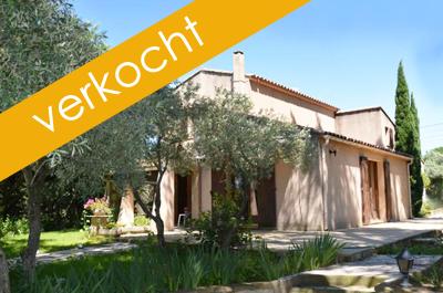 ruime villa in traditionele stijl met groot zwembad en aparte studio te koop in een rustige wijk in Aubignan