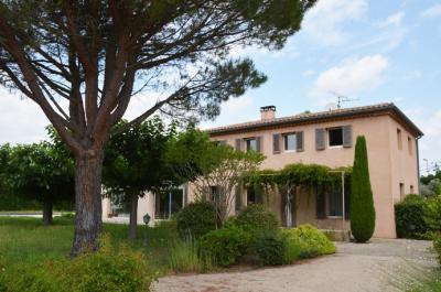 grote luxe villa kopen met zwembad en bouwgronden, investeringsproject Zuid-Frankrijk, regio Avignon