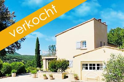 luxe villa te koop in Zuid-Frankrijk met grote tuin met zwembad en prachtige uitzichten